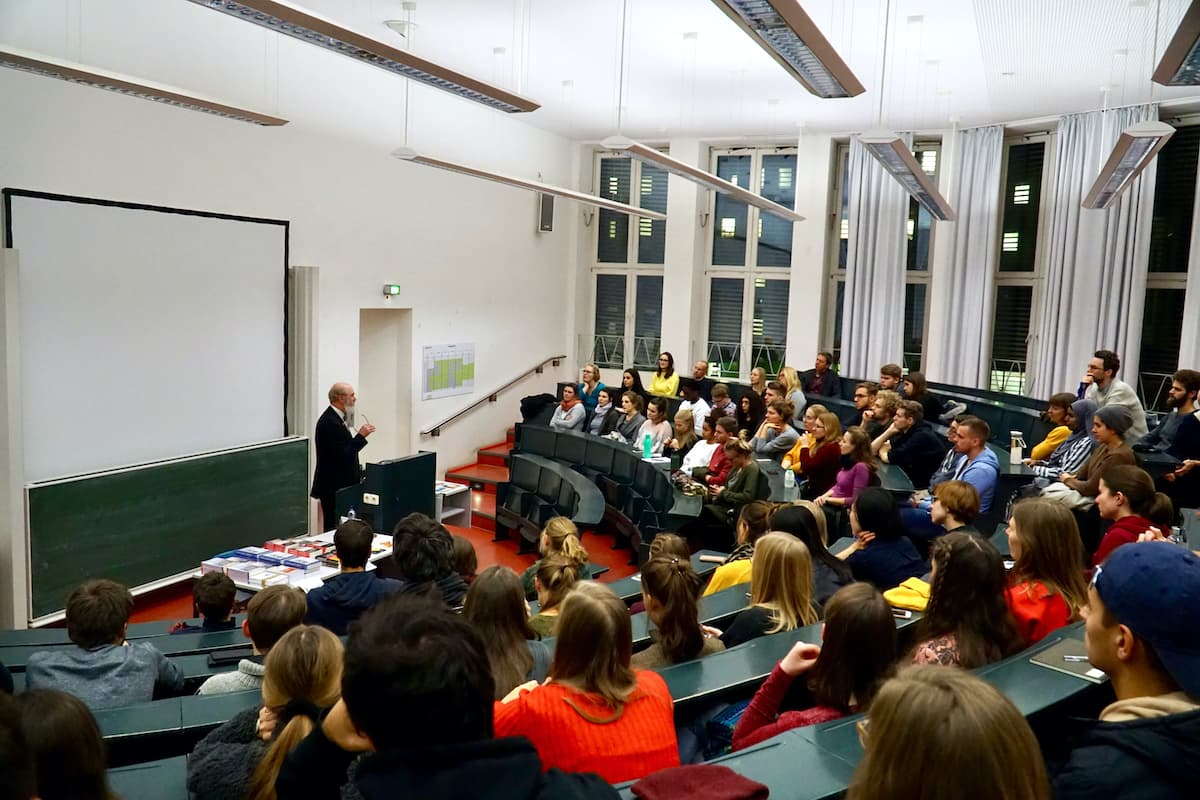 Guest lecture by Thomas Schirrmacher on human trafficking at the University of Cologne (hall) © BQ/Martin Warnecke